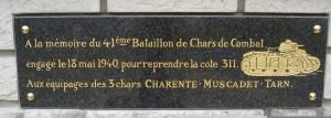 Engagement du 41° Bataillon de chars en soutien du 119° Régiment d'Infanterie, à Olizy sur Chiers - Plaque sur calvaire en bordure de route vers La Ferté