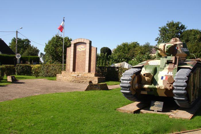 Espace de mémoire à Stonne avec le char Toulal